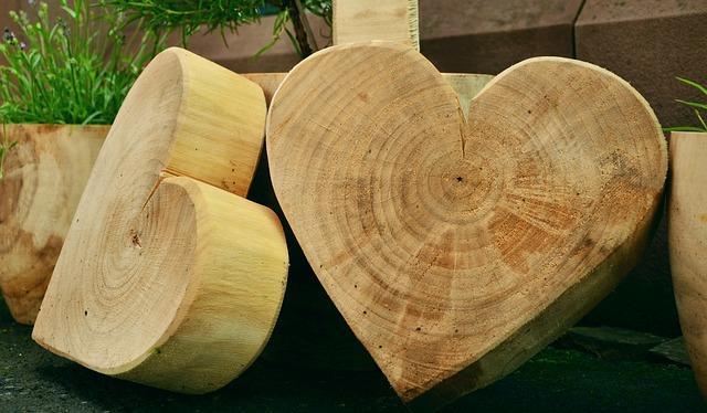 מה לומדים בקורס חריטה בעץ?