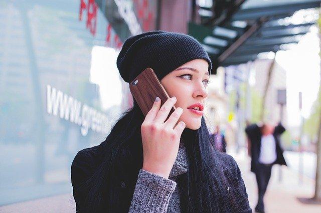 האם שיחות טלפון עדיין רלוונטיות בעידן האינטרנט